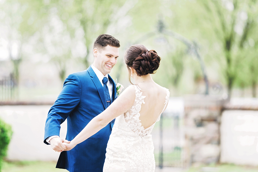 7 Tips to Make Your Detroit Wedding Stress Free - Plan a First Look